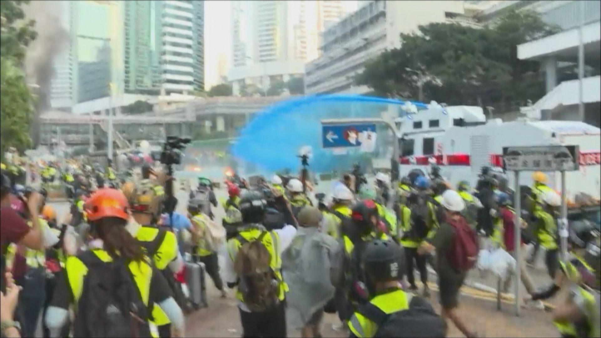 水炮車政總射顏色水 警發催淚彈驅散示威者