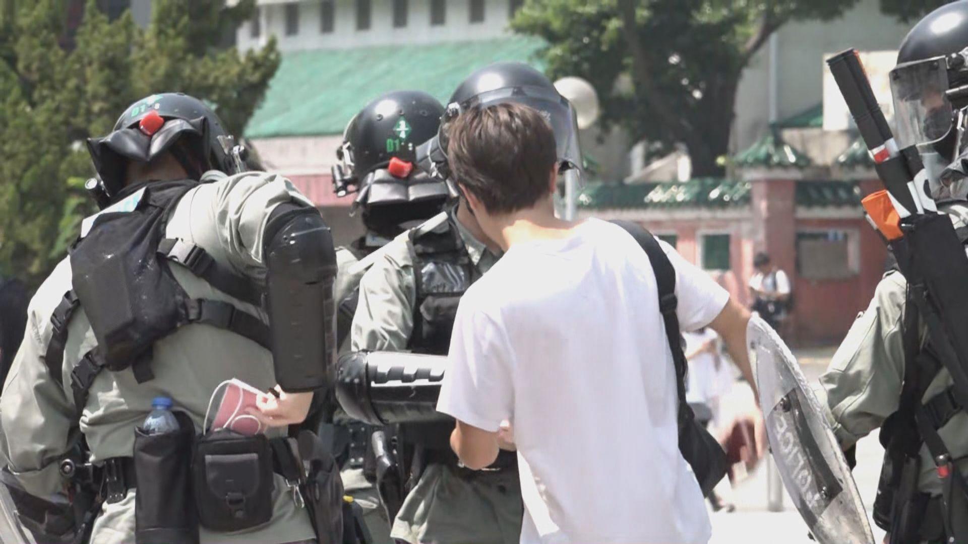 網民發起六區舉行活動 防暴警察多區戒備