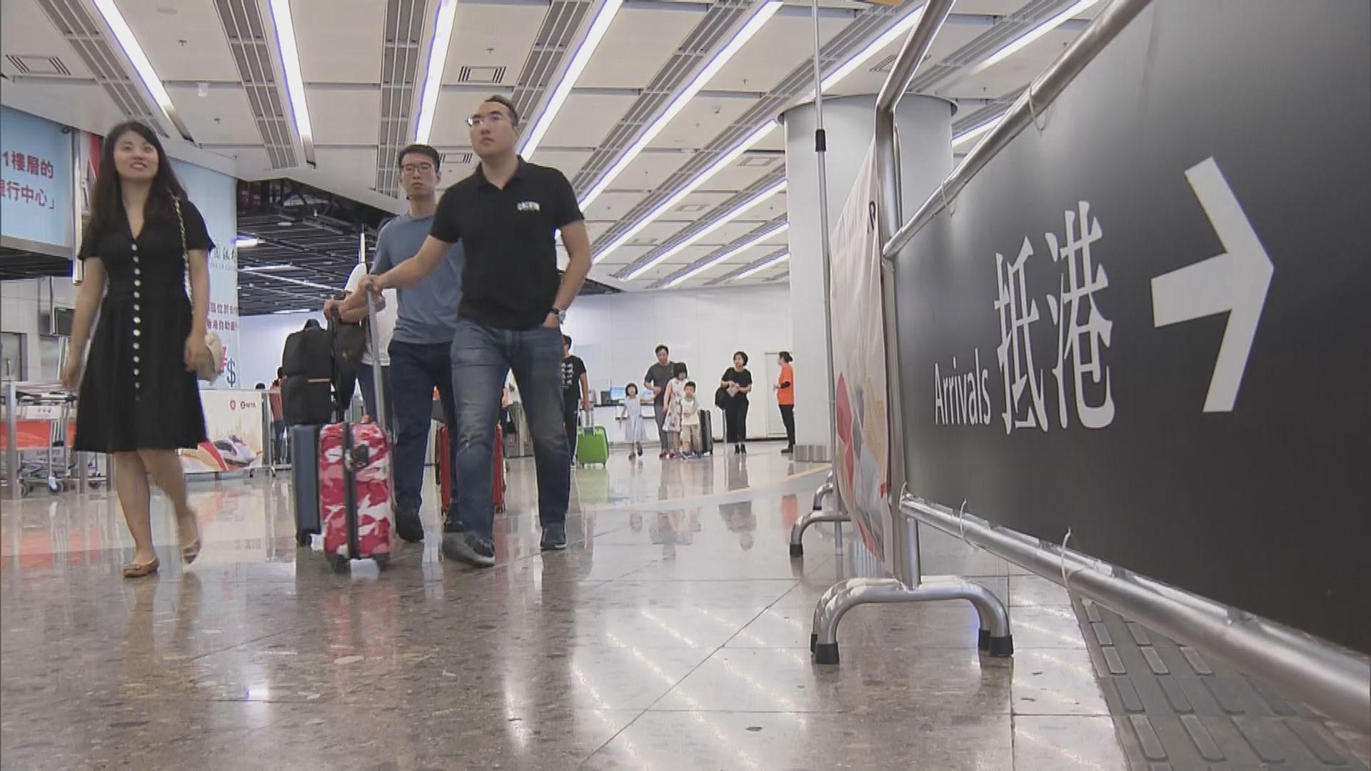 黃金周旅客乘高鐵轉往機場出國旅遊
