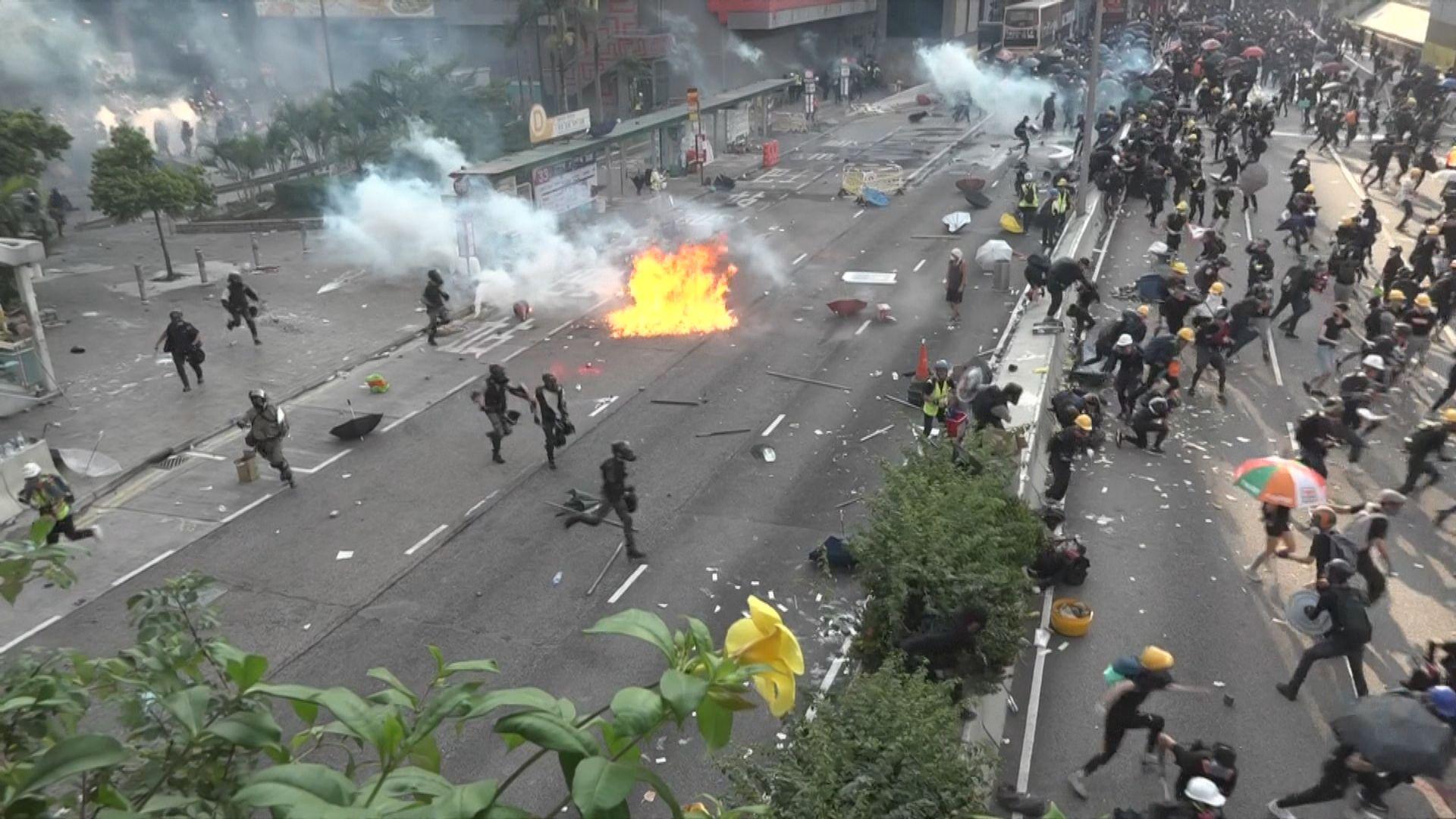 黃大仙示威者堵路與警爆多輪衝突