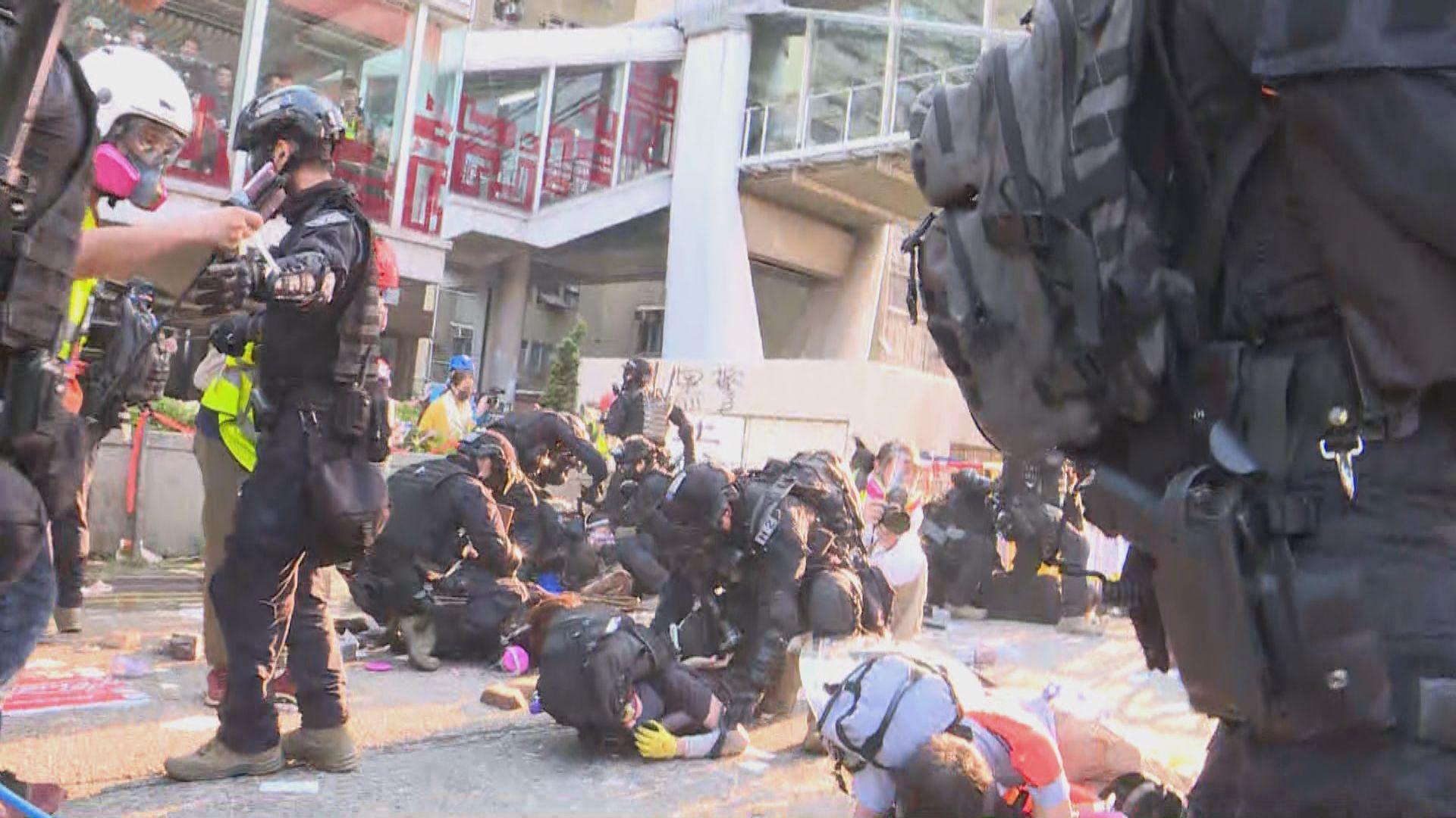 警方於黃大仙拘捕多名示威者