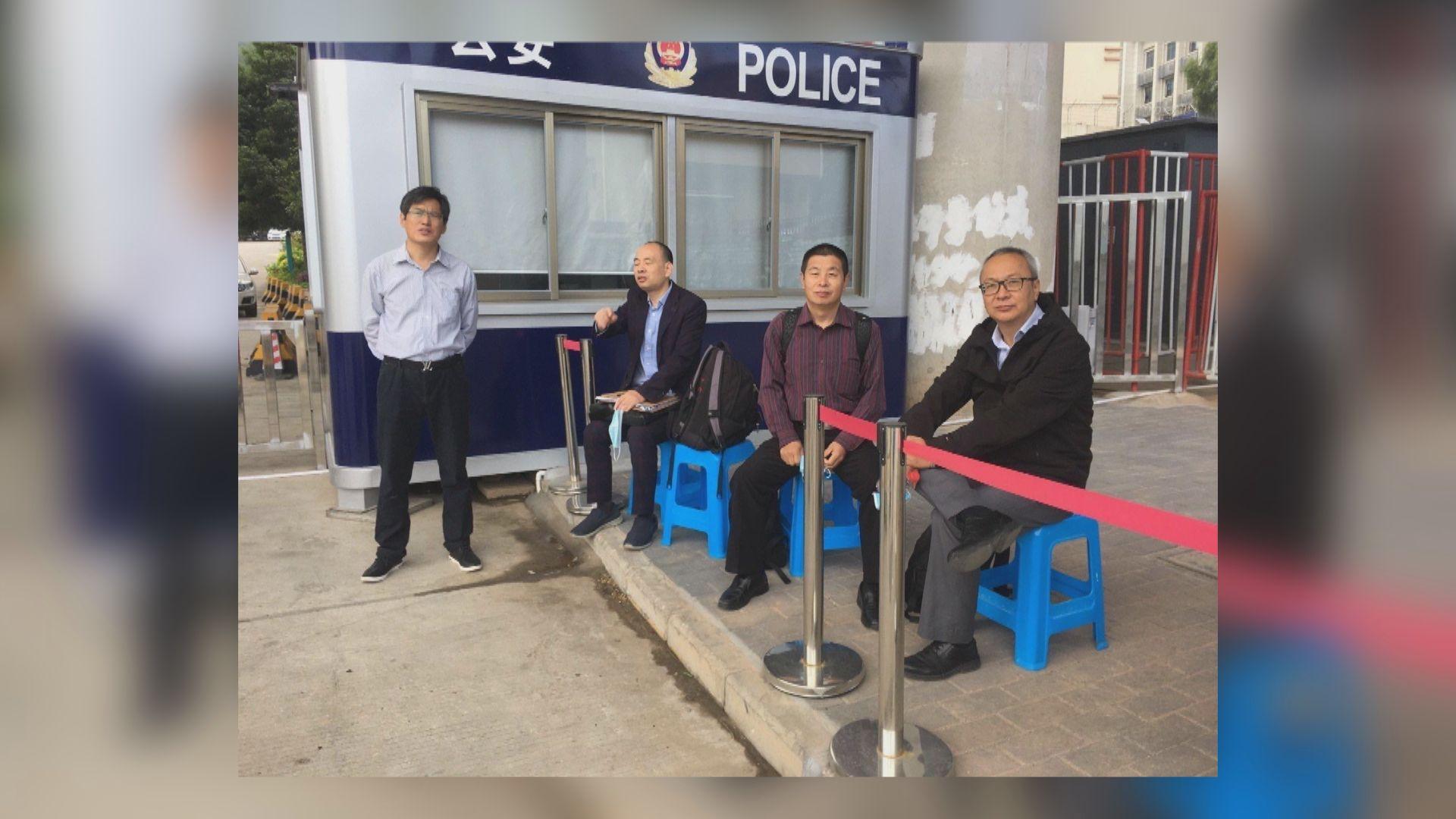 多名被扣內地港人家屬委託律師爭取與當事人會面被拒