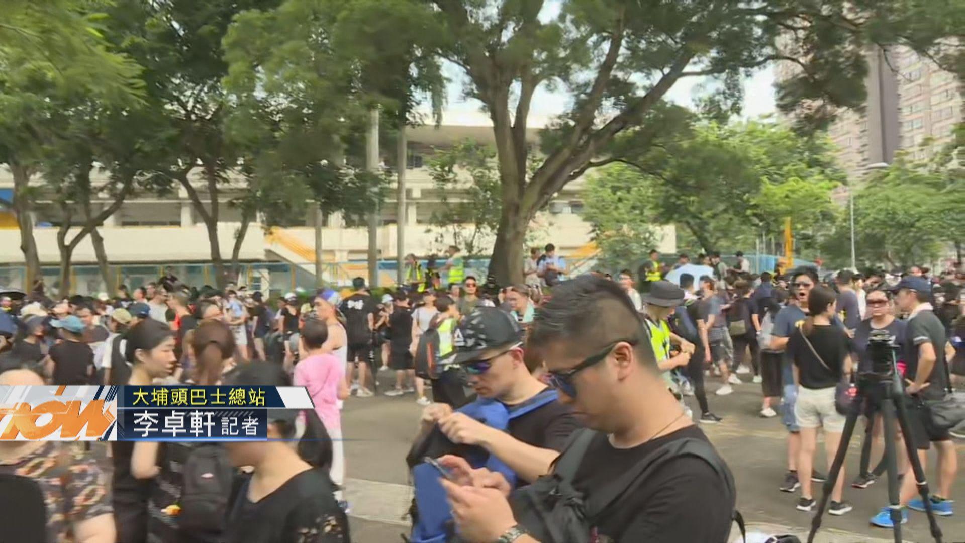 【現場報道】大埔原定遊行取消 起點仍有人聚集