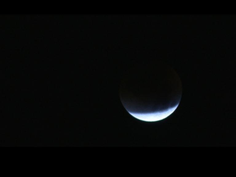 全球多地出現超級月亮月全食