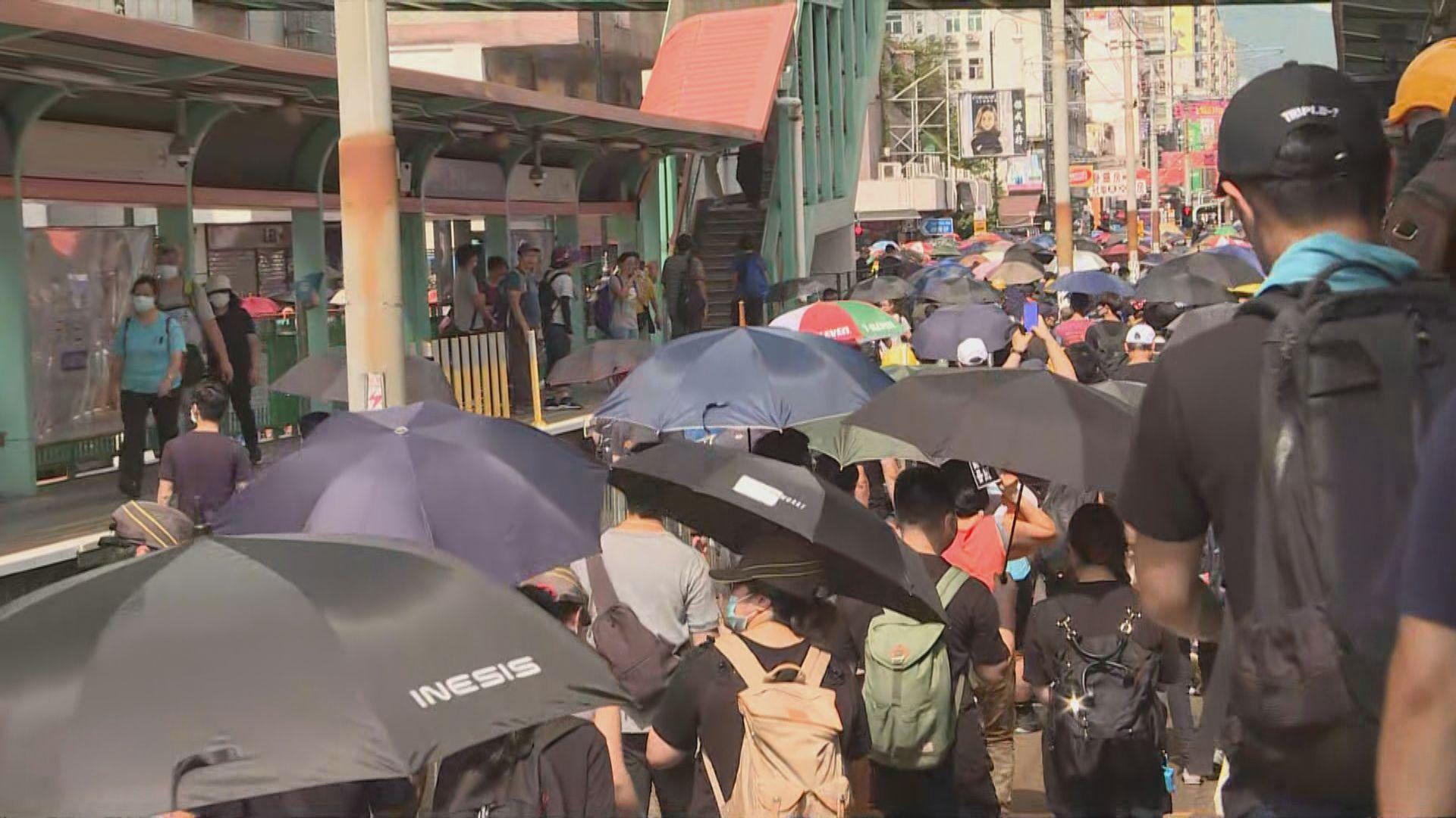 【現場報道】大批市民湧出元朗大馬路