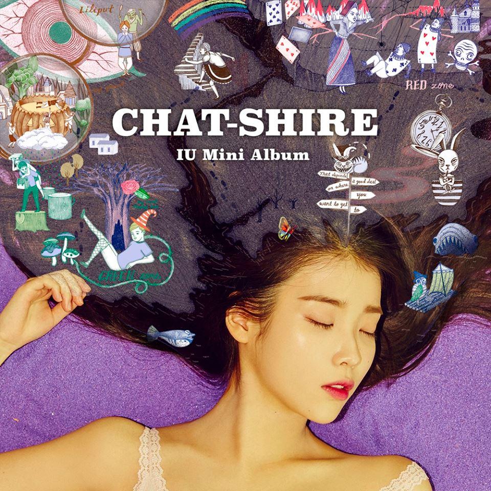IU上月發行新專輯《CHAT-SHIRE》,表示要向著名童話《愛麗絲夢遊仙境》致敬。(Facebook圖片)