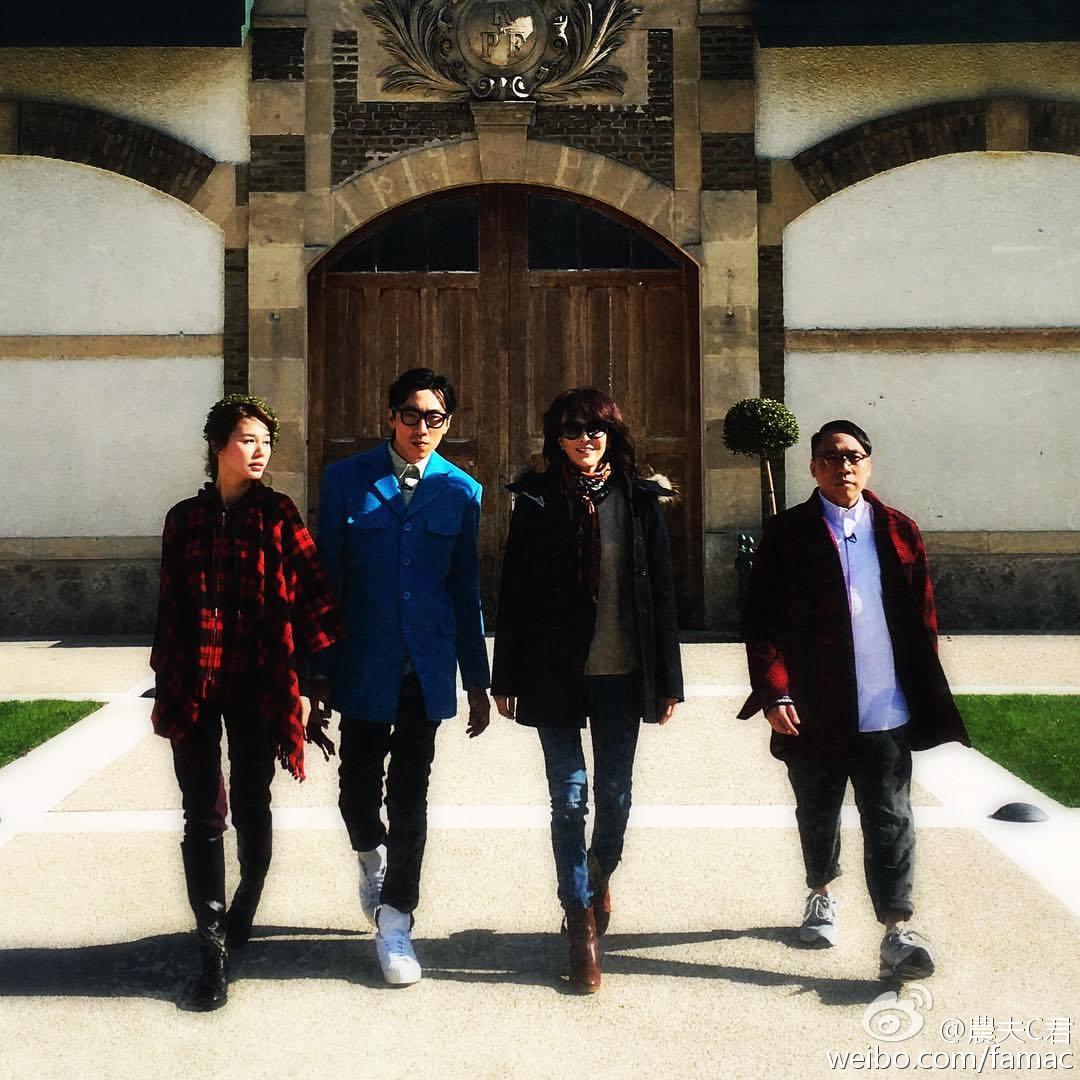 (左起)黃翠如、陸永、Do姐、C君月前曾到巴黎拍攝節目。(微博圖片)