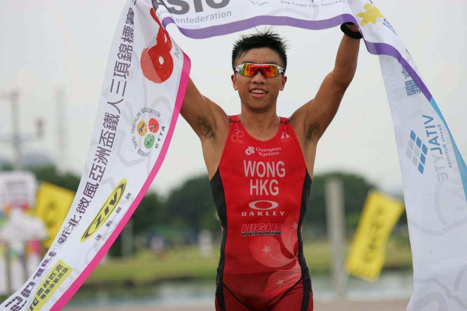Perry Wong黃俊堯就係香港三項鐵人隊成員(超過7年),參加過好多國際賽,包括2014年仁川亞運會。