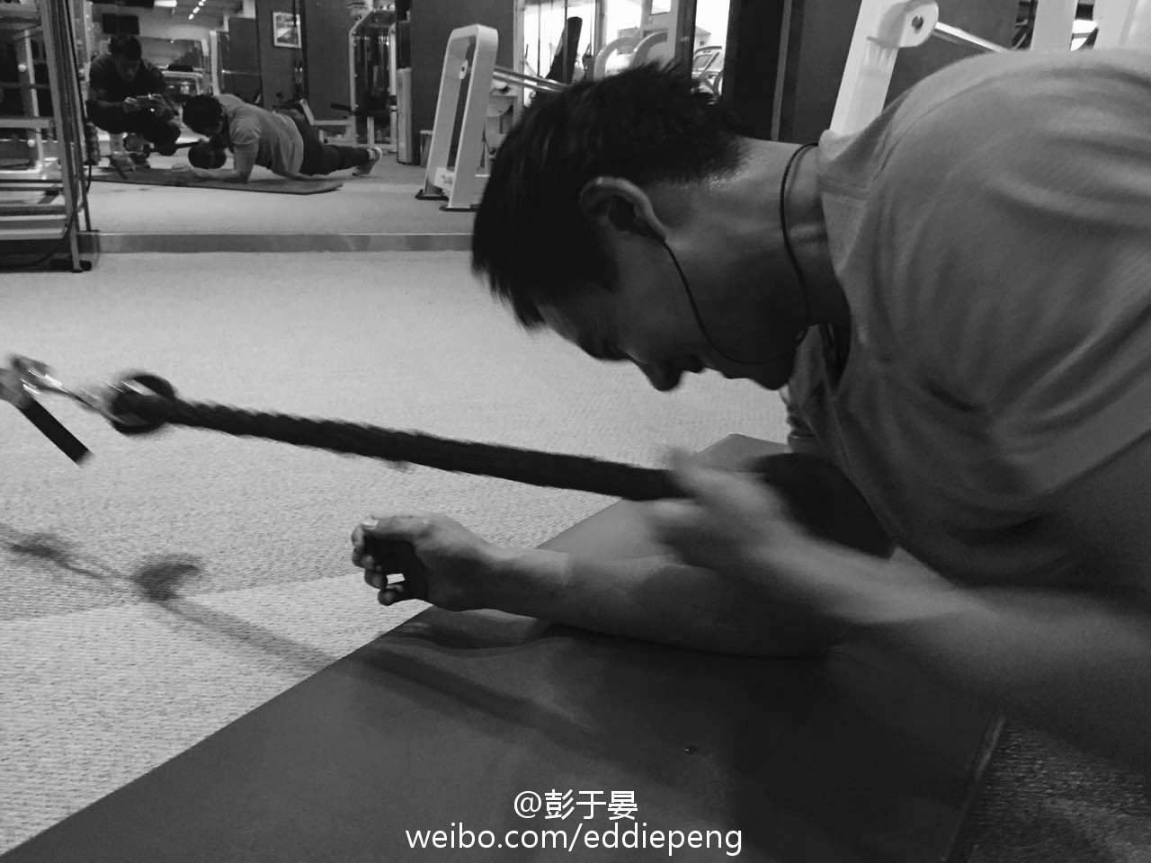 隨後彭于晏又發出自己做Gym相片,非常勤力。(微博圖片)