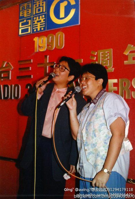 效力商台多年,俞琤(左)與林燕妮、白韻琴、狄娜、施南生等曾被封做「香江才女」。(微博圖片)