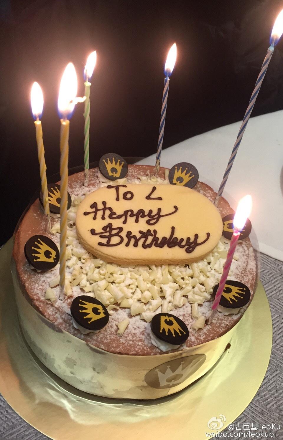 當然亦食蛋糕,不過人不在港,基仔冇得親自整餅。(微博圖片)