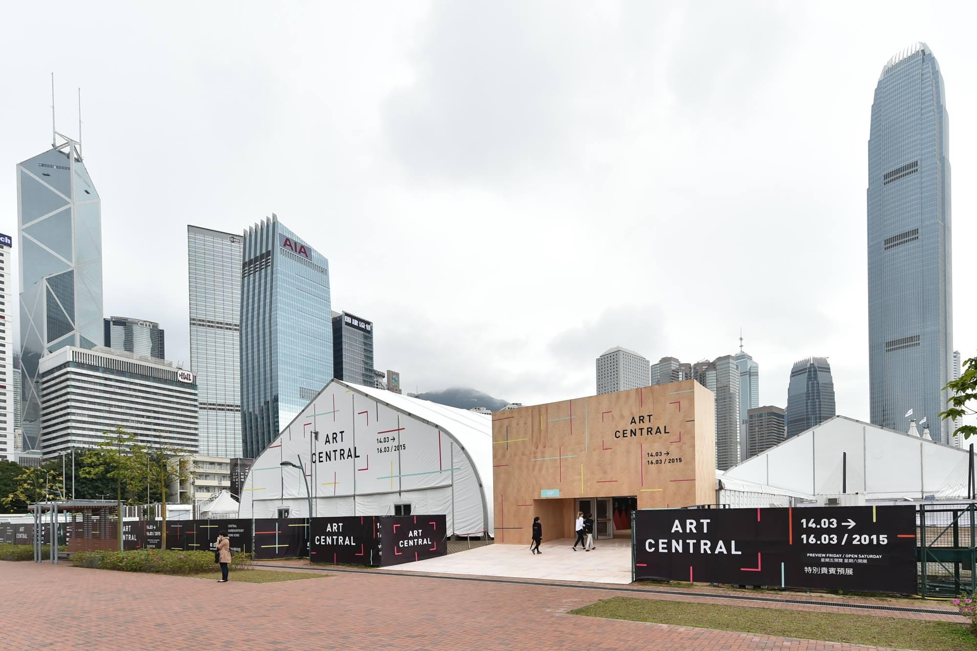 藝壇一大盛事Art Central今年繼續在中環海濱舉行,展出多間知名藝廊及多個新晉藝術家的當代藝術作品。(Facebook圖片)