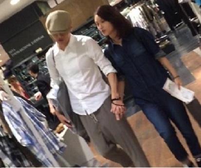 丞琳和李榮浩日前被影到同遊日本。(網上圖片)