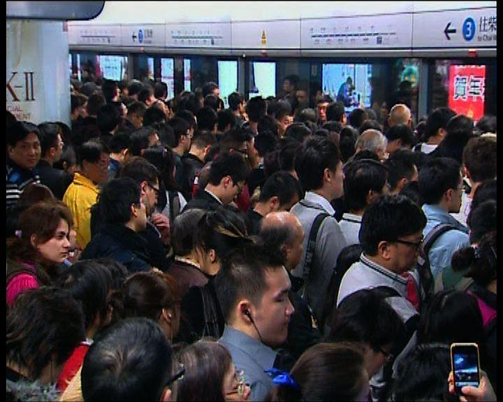 港鐵列車車門故障服務一度受阻