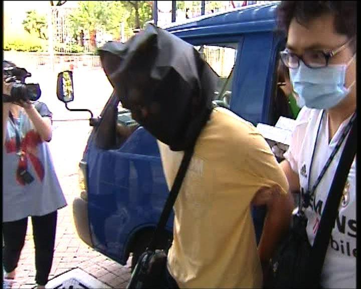 警方拘一男子檢三枝電槍