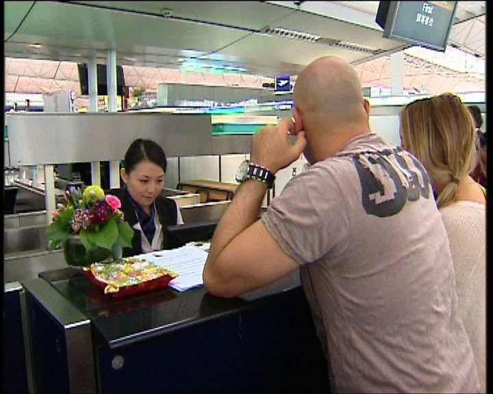 澳航櫃臺下午曾重開幫助受影響旅客