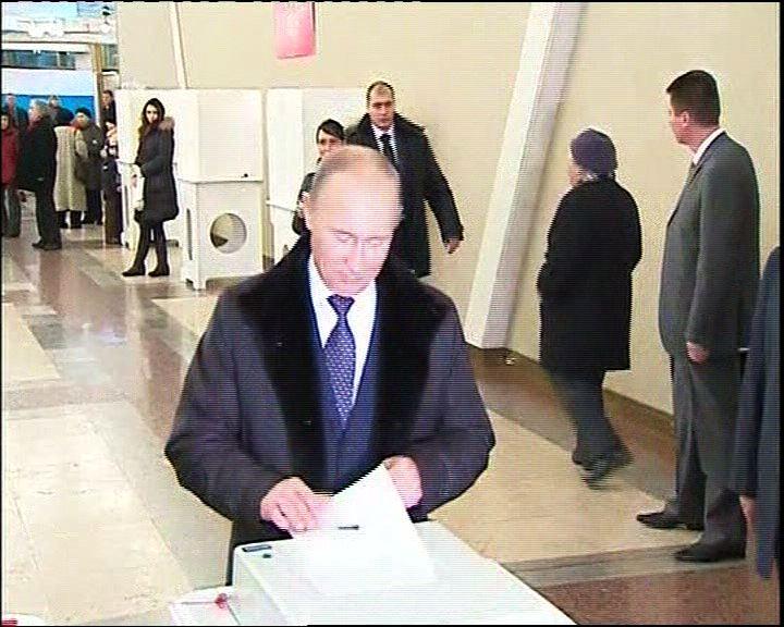 梅德韋傑夫及普京先後投票