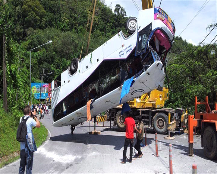 重慶旅行團泰國車禍一死逾廿傷