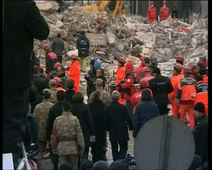土耳其總理視察地震災區