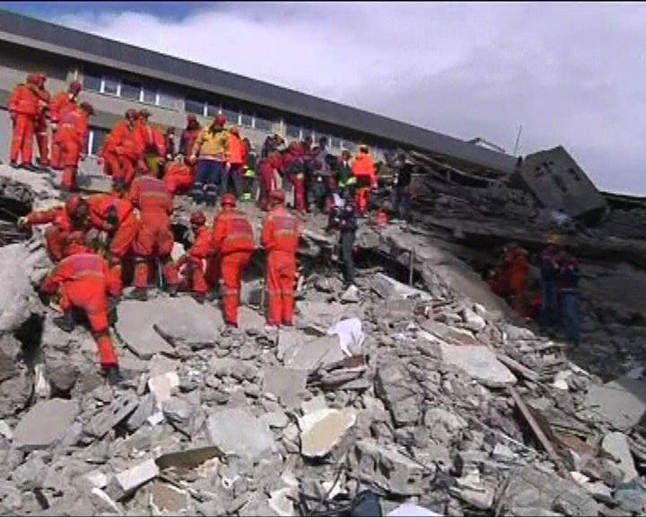土耳其地震後建築物頃刻倒塌