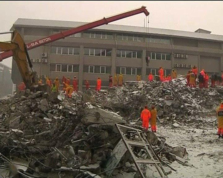 土耳其凡城地震增至32人死