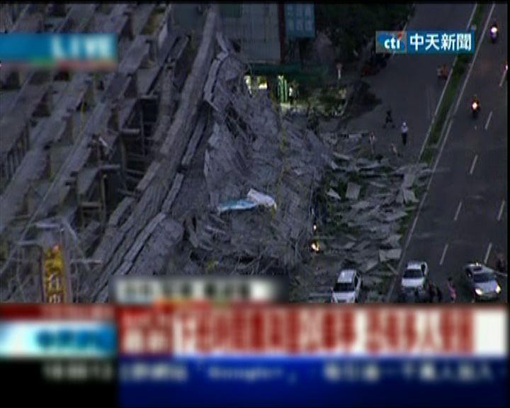 台中改建中酒店棚架倒塌