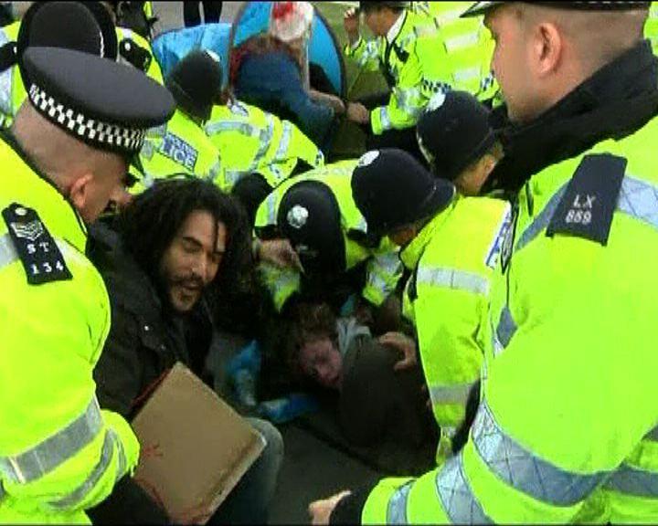 英國大學生示威抗議加學費