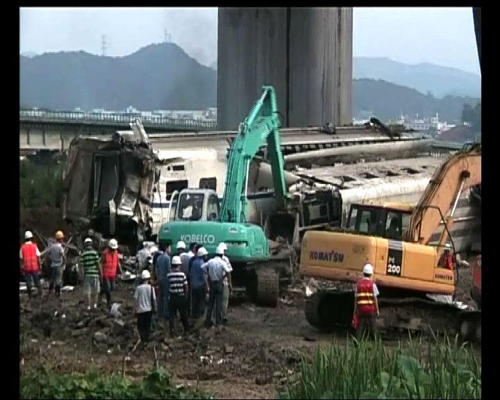 溫州列車相撞當局清理現場