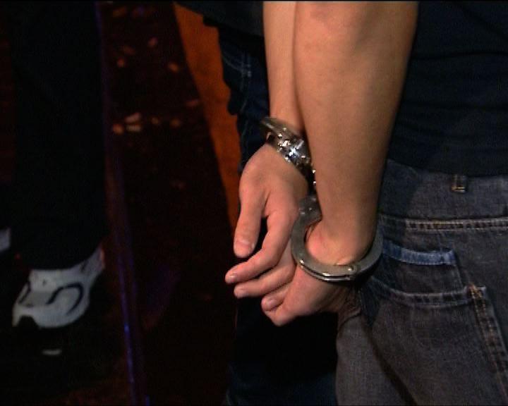 警方尖沙咀查酒吧拘十多名男子