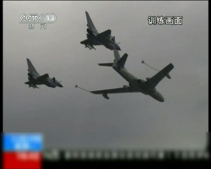 殲十戰機在實戰演習中多次加油