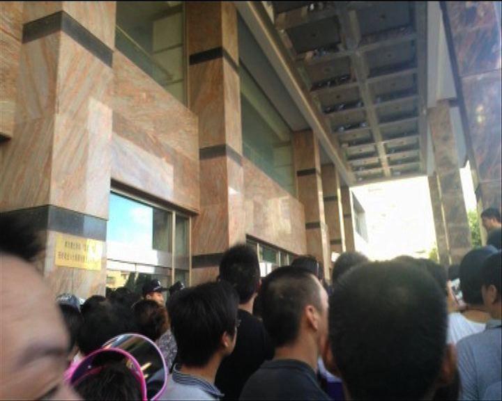 江蘇啟東市民眾衝入政府大樓