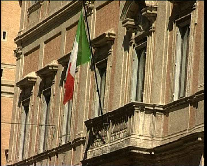 穆迪降意大利主權評級兩級