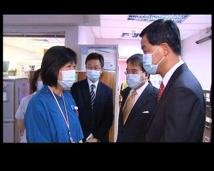 梁振英到訪威院了解婦產科部門的壓力