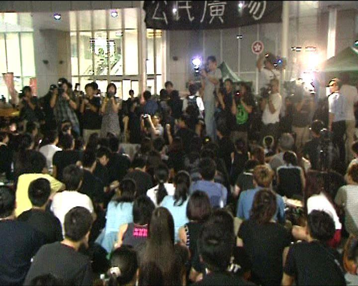 反國教集會晚上坐滿政總及天橋