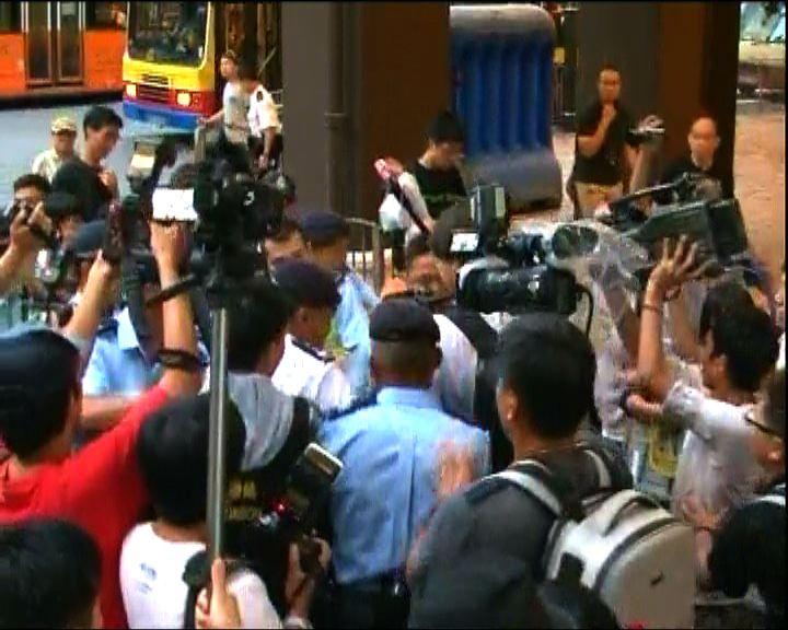 部分示威者被押返警署