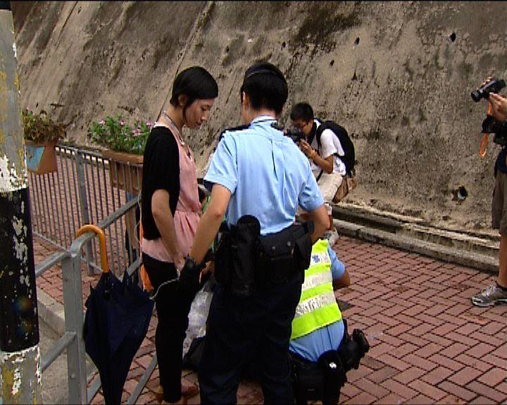 警員搜查記者私人物品被警告