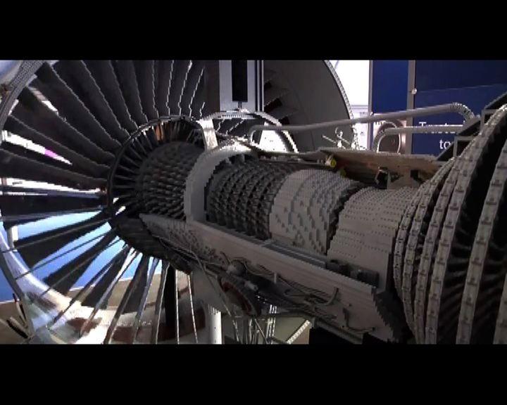 15萬塊樂高積木砌出飛機引擎