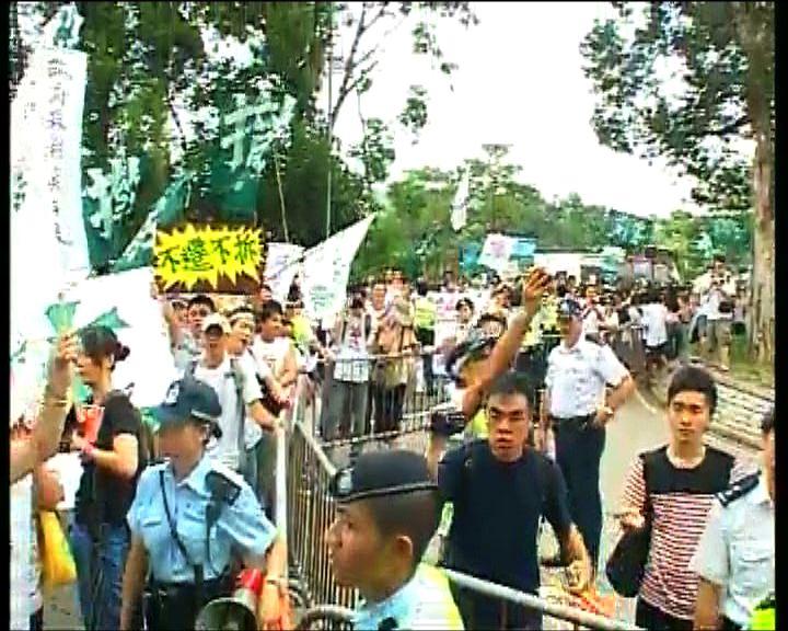 反對計劃村民遊行促不遷不拆