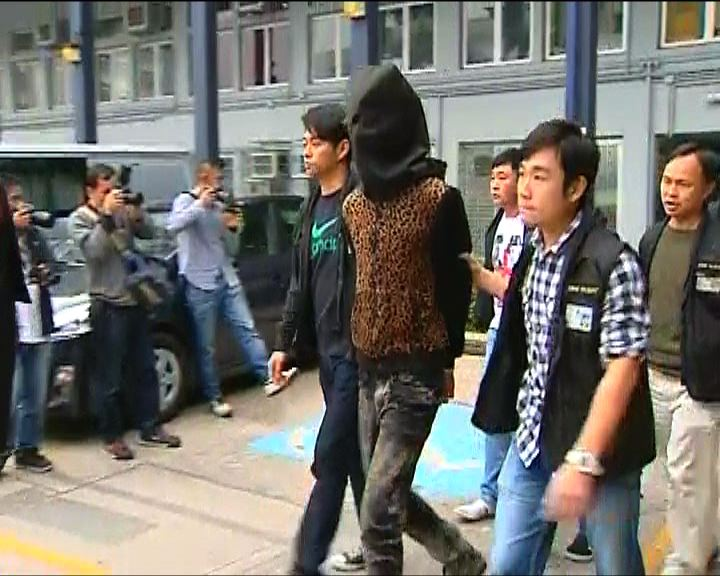 警方元朗反黑拘九十三人