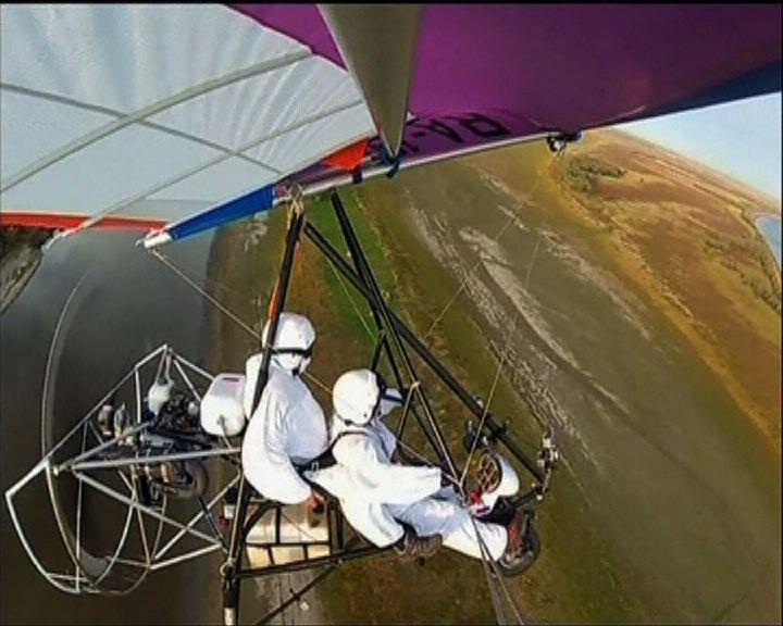 普京駕滑翔機為白鶴領路