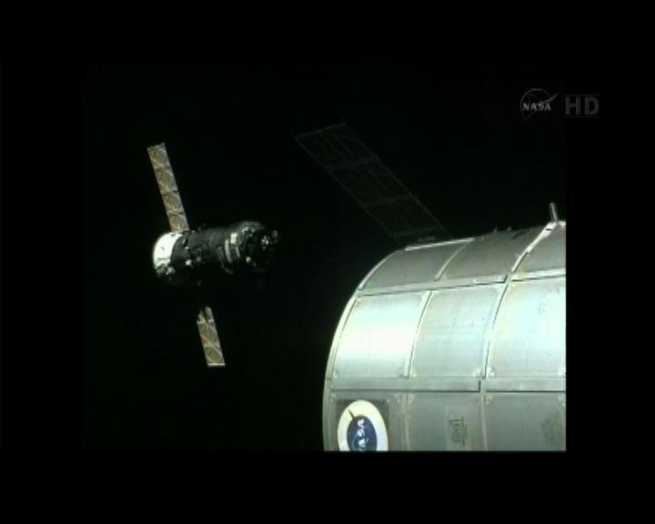 俄飛船進步號與太空站快速對接