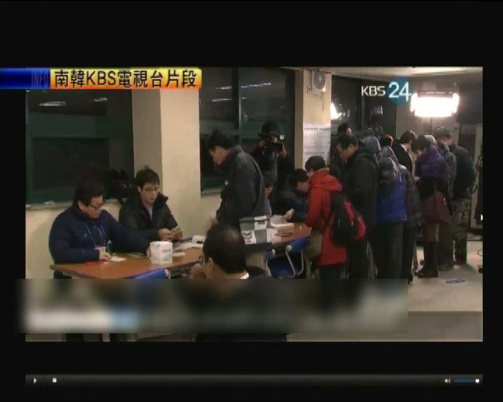 南韓選民陸續到票站投票