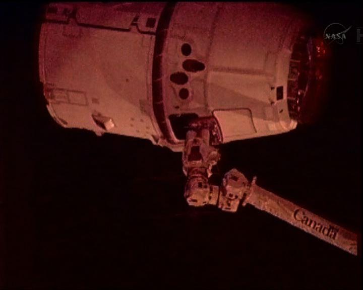 第一艘私營太空船與太空站接合