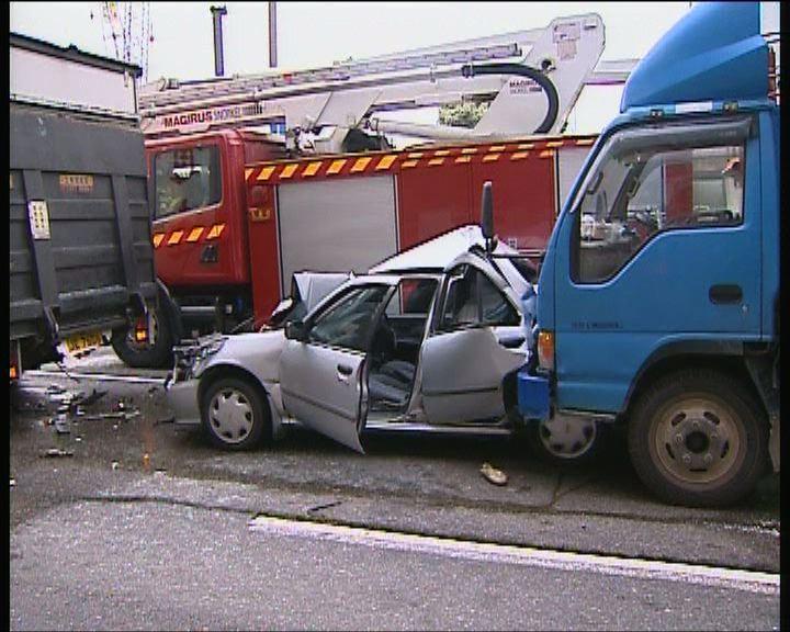 牛頭角三車相撞私家車損毀嚴重