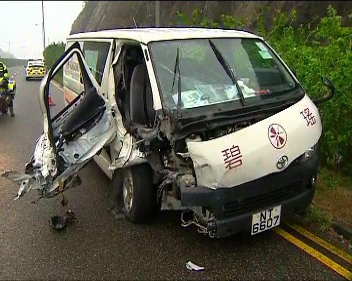 東涌一死六傷車禍客貨車司機被捕