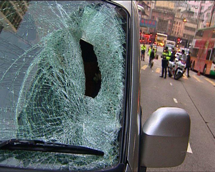 北角私家車撞死男途人