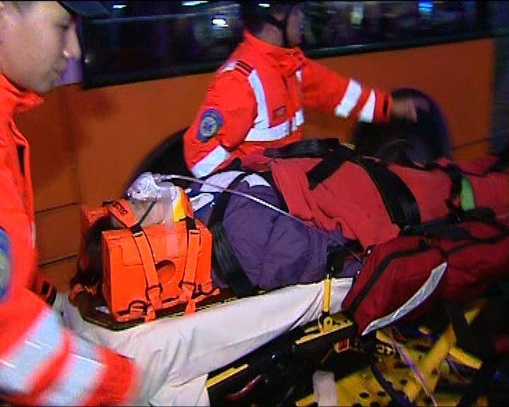灣仔三輛巴士相撞五十人受傷