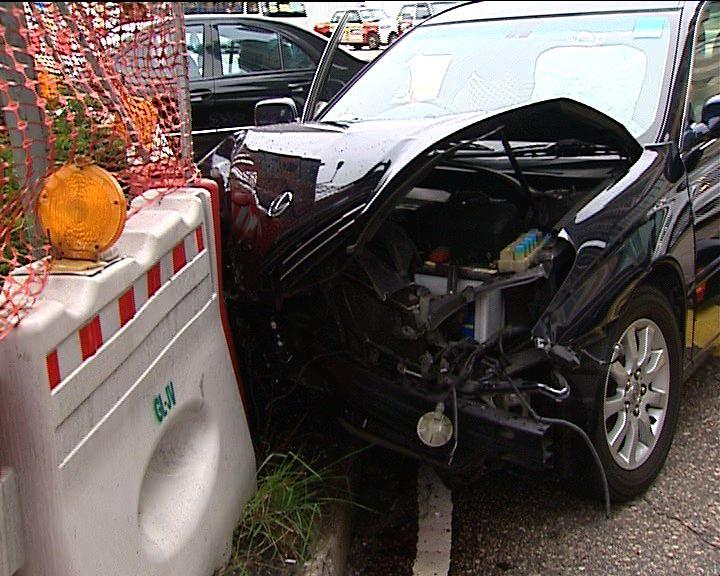 油麻地兩私家車相撞六人傷