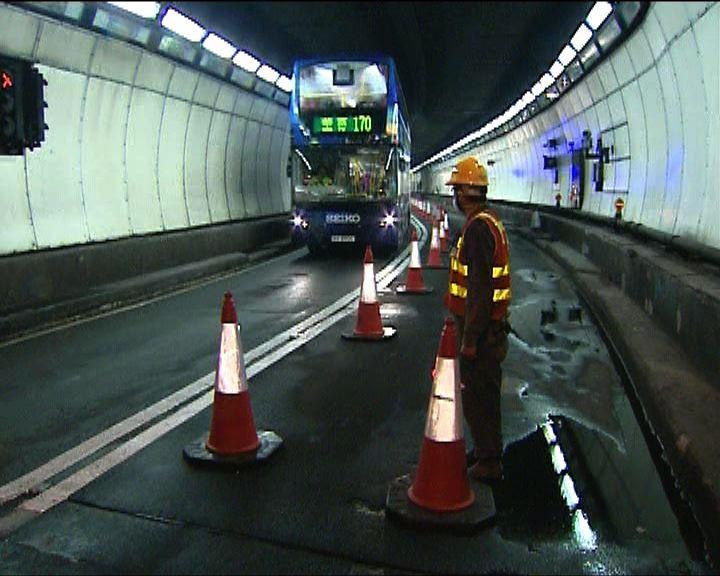 獅隧實施潮水式行車疏導交通