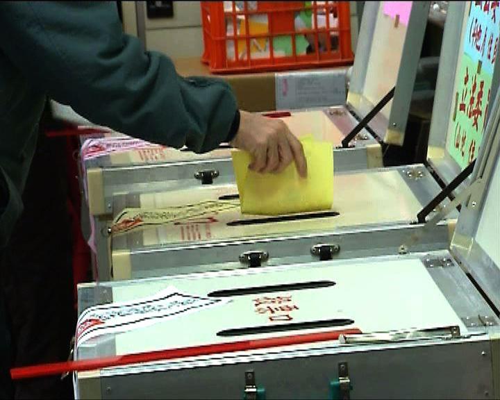 選民指以候選人品格政績為投票準則